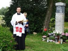 Poświęcenie kapliczki na Cholewach